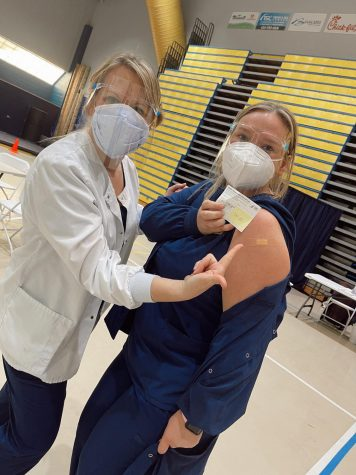 Junior nursing student Alyssa McNeil receiving her COVID-19 vaccination
